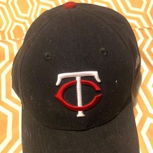 Twins adjustable hat
